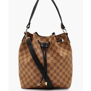 Check Duffle Bucket Bag   NWT 🤎